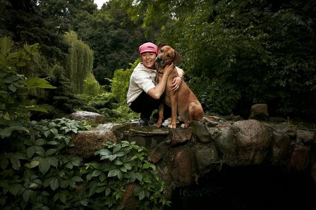 Beata Sadowska i jej pies Momo