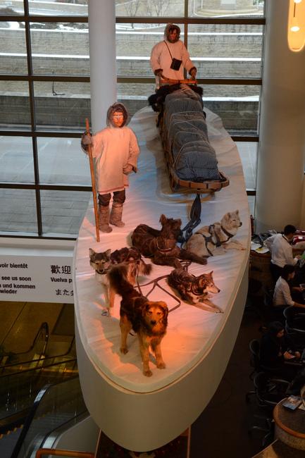 Inuici i ich psy zrobione z plastiku