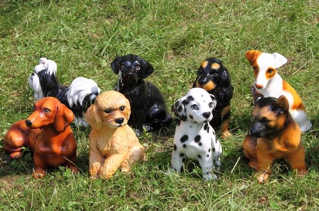 Plastikowa figurki ogrodowe psów